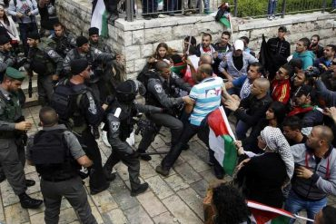 Palestinian protestors clash with Israeli security forces during clashes near Damascus Gate at Jerusalem's old city May 15, 2013. Palestinians clashed with Israeli forces in the occupied West Bank and at East Jerusalem on Wednesday during demonstrations to mark 65 years since what they call the Nakba (Catastrophe) when Israel's creation caused many to lose their homes and become refugees. REUTERS/Ammar Awad (JERUSALEM - Tags: POLITICS CIVIL UNREST CRIME LAW ANNIVERSARY TPX IMAGES OF THE DAY) - RTXZNBX